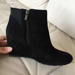 👢👢Clarks black suede wedge booties 🥾🥾Size 7.5
